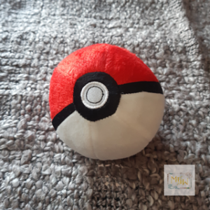 Pokémon Poke Ball aus Plüsch