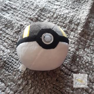 Pokemon Hyperball aus Plüsch