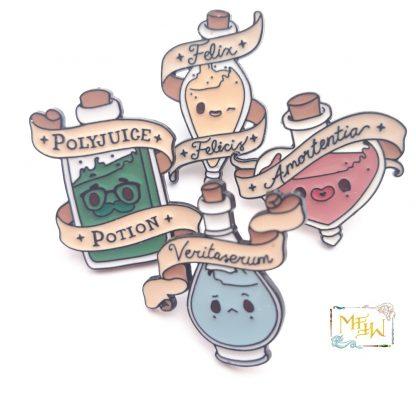 Anstecker pin-zaubertrank-polyjuice-amortentia-felix-vertiaserum-potion-mffw
